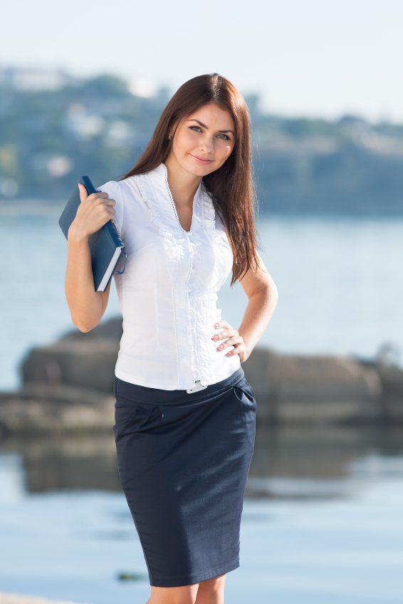 A white shirt and pencil skirt makes a perfect interview look